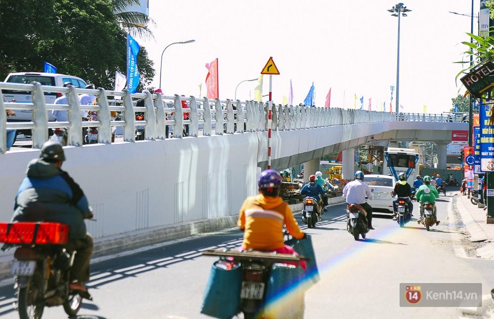 Cầu vượt thép hơn 500 tỉ đồng chính thức thông xe, cửa ngõ sân bay Tân Sơn Nhất được