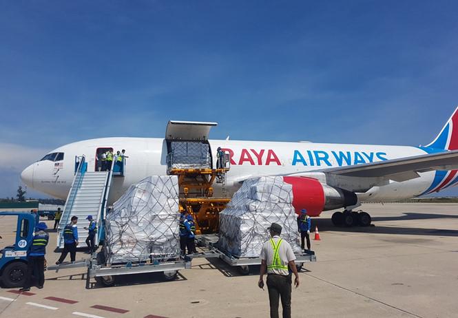 Nóng: Hàng viện trợ của ASEAN đến với nạn nhân bão số 12 1