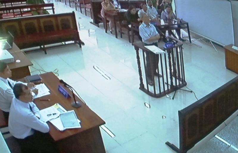 Nguyên Giám đốc NHNN chi nhánh Vũng Tàu dâm ô 2 bé gái: Luật sư yêu cầu xử kín, hoãn tòa 1