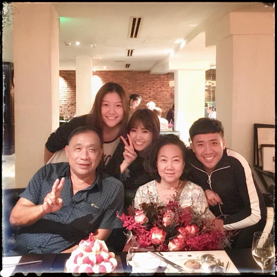 Hari Won bất ngờ tổ chức sinh nhật muộn cho mẹ chồng 1