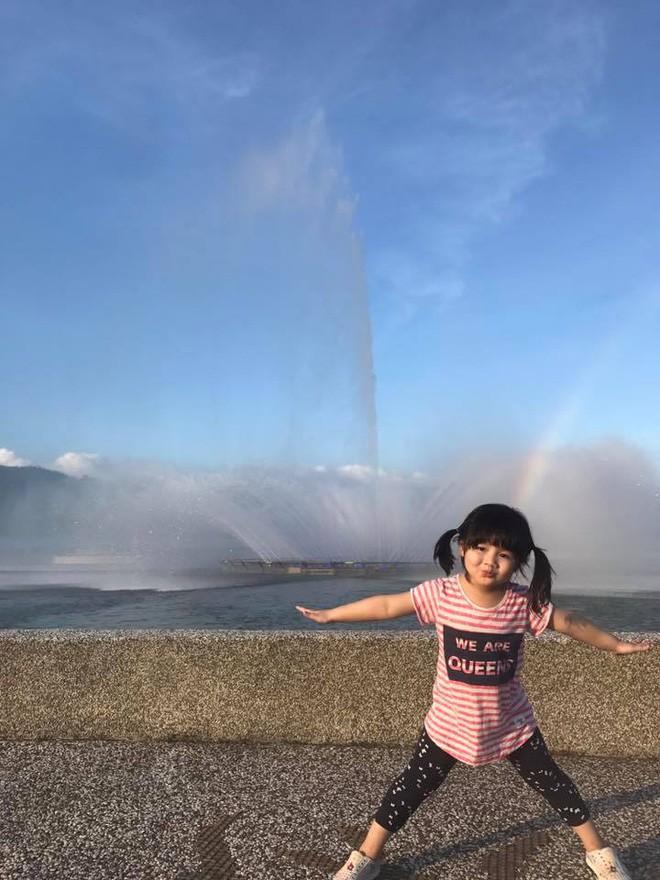 Màn đối đáp lém lỉnh giữa bố và cô con gái 2 tuổi khiến người xem đầy thích thú 11