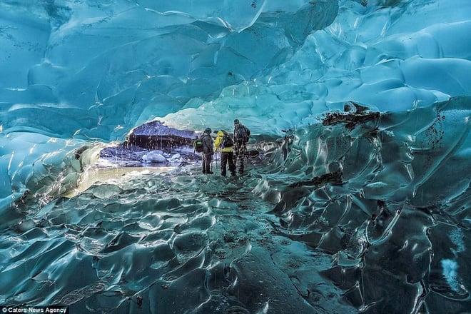 Mạo hiểm đi sâu 12.000m vào lõi băng: Phát hiện một