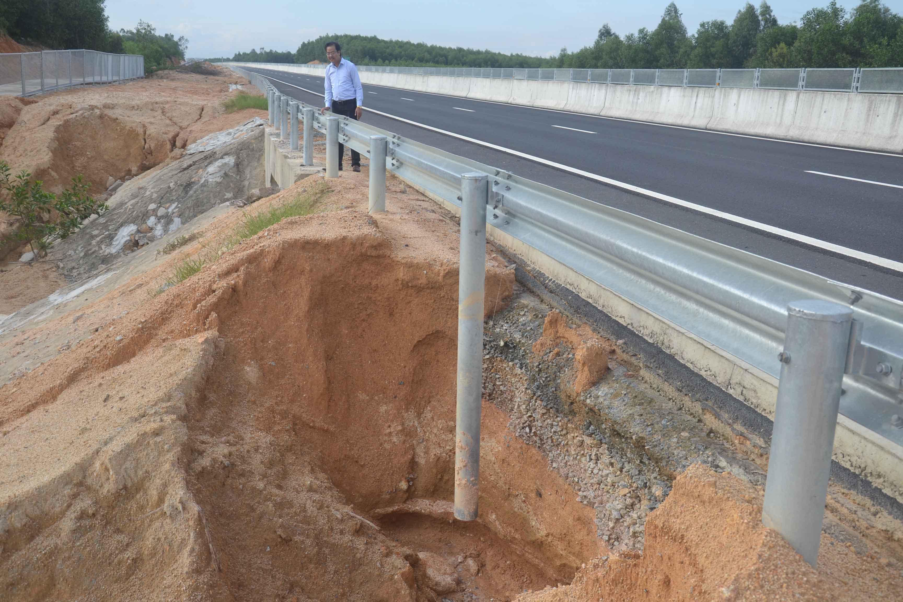 Cao tốc tỷ đô Đà Nẵng - Quảng Ngãi sạt lở sau 3 tháng thông xe là chuyện hết sức bình thường 1