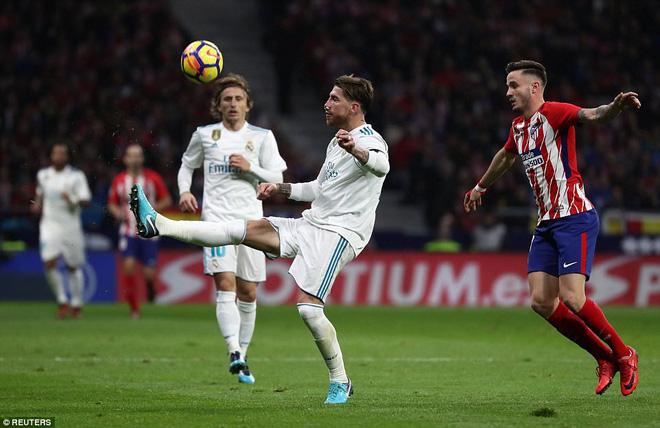 Sa lầy ở derby, Real Madrid tụt lại 10 điểm so với Barca 3