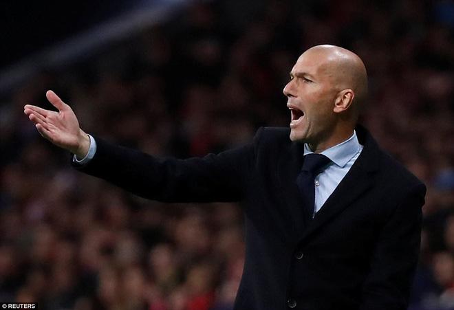 Sa lầy ở derby, Real Madrid tụt lại 10 điểm so với Barca 5