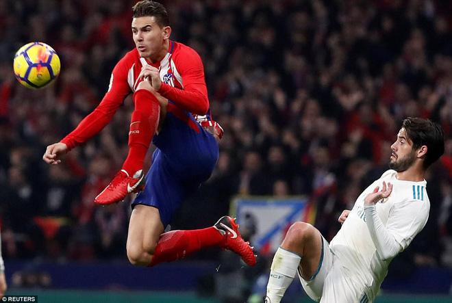 Sa lầy ở derby, Real Madrid tụt lại 10 điểm so với Barca 7