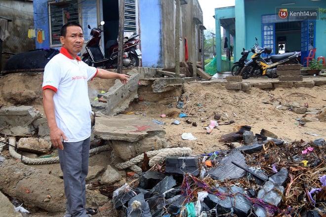 """Nhiều người dân Đà Nẵng sống thấp thỏm trong những ngôi nhà bị sóng biển """"ăn"""" đến tận vách 2"""