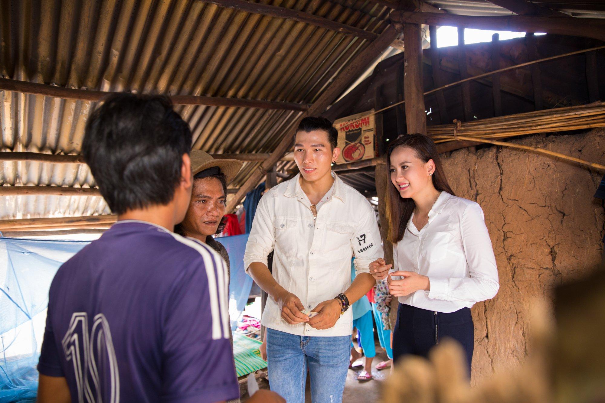 Hình ảnh Hoa hậu Khánh Ngân hỗ trợ đồng bào vùng lũ Phú Yên 200 triệu đồng số 1