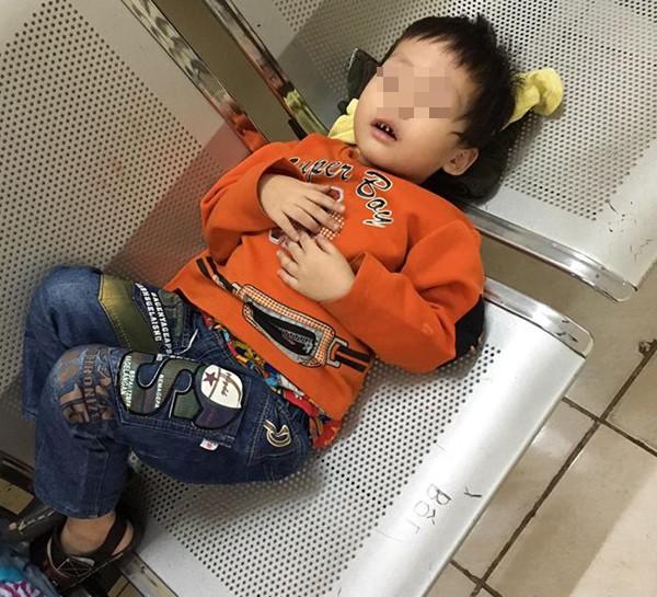 Hà Nội: Gửi con trai 3 tuổi cho nhân viên nhà nghỉ đi mua đồ ăn, mẹ bỏ đi biệt tích 2