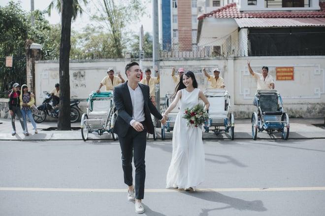 """Khiến MXH """"sục sôi"""" vì chụp ảnh cưới với chú rể đẹp như tài tử, cô dâu tiết lộ chuyện tình 1 năm ngọt ngào 13"""