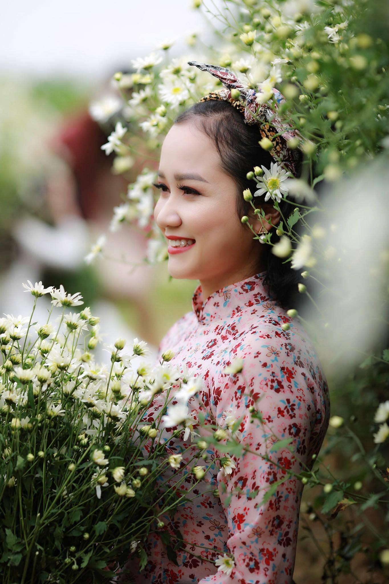 Cô gái Xứ Nghệ hóa thân thành Cô Ba Sài Gòn đẹp hút hồn bên cúc Họa mi 1