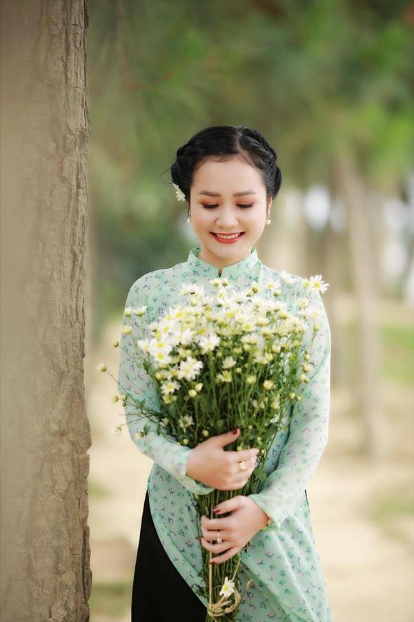 Cô gái Xứ Nghệ hóa thân thành Cô Ba Sài Gòn đẹp hút hồn bên cúc Họa mi 7