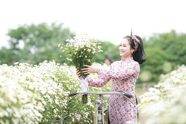 Cô gái Xứ Nghệ hóa thân thành Cô Ba Sài Gòn đẹp hút hồn bên cúc Họa mi 3