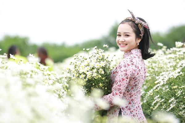 Cô gái Xứ Nghệ hóa thân thành Cô Ba Sài Gòn đẹp hút hồn bên cúc Họa mi 4