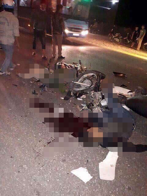 Hà Nội: Hai thanh niên tử vong bên cạnh hai chiếc xe máy nát vụn 1