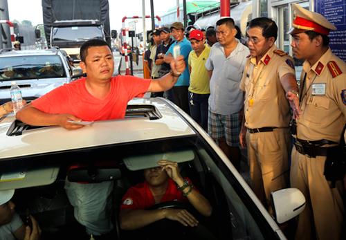 Thứ trưởng Bộ GTVT: Nhiều trường hợp quá khích, bỏ xe tại trạm thu phí Cai Lậy rồi đi chơi 2