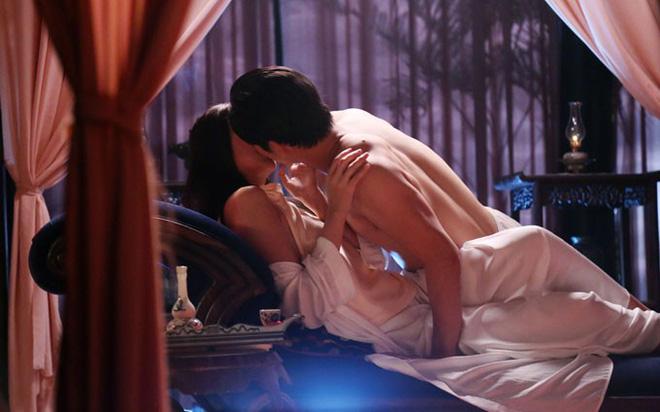 Cảnh nóng táo bạo của Thanh Hằng trong phim Mẹ chồng: Sự thật là... hụt hẫng! - Ảnh 1.