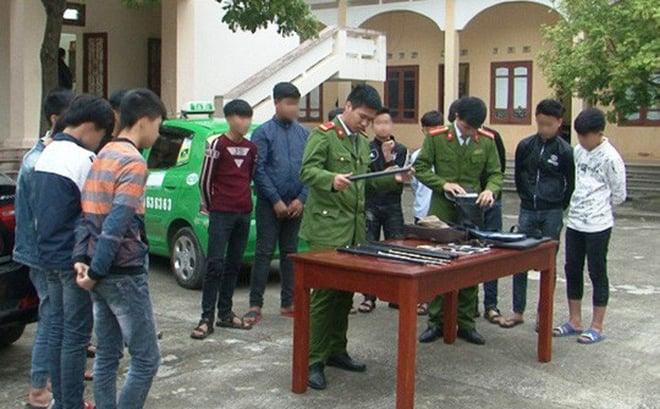 13 học sinh THCS ở Ninh Bình thuê 2 ôtô mang hung khí đi đánh nhau 1