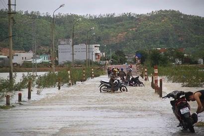 Bình Định: Hàng nghìn hộ dân chìm trong biển nước vì lũ lên bất ngờ 2