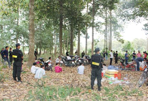 Hàng chục cảnh sát bao vây sòng bạc trong khu rừng 1