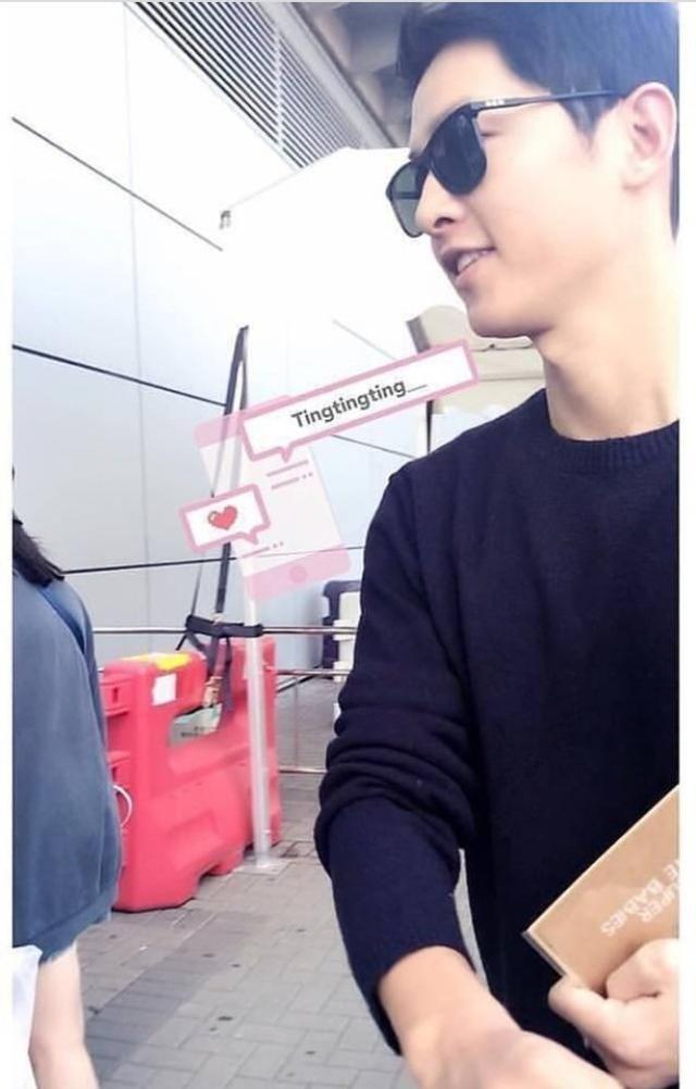 Song Joong Ki bị bắt gặp mua sách chăm con, củng cố tin đồn Song Hye Kyo đang mang thai 2