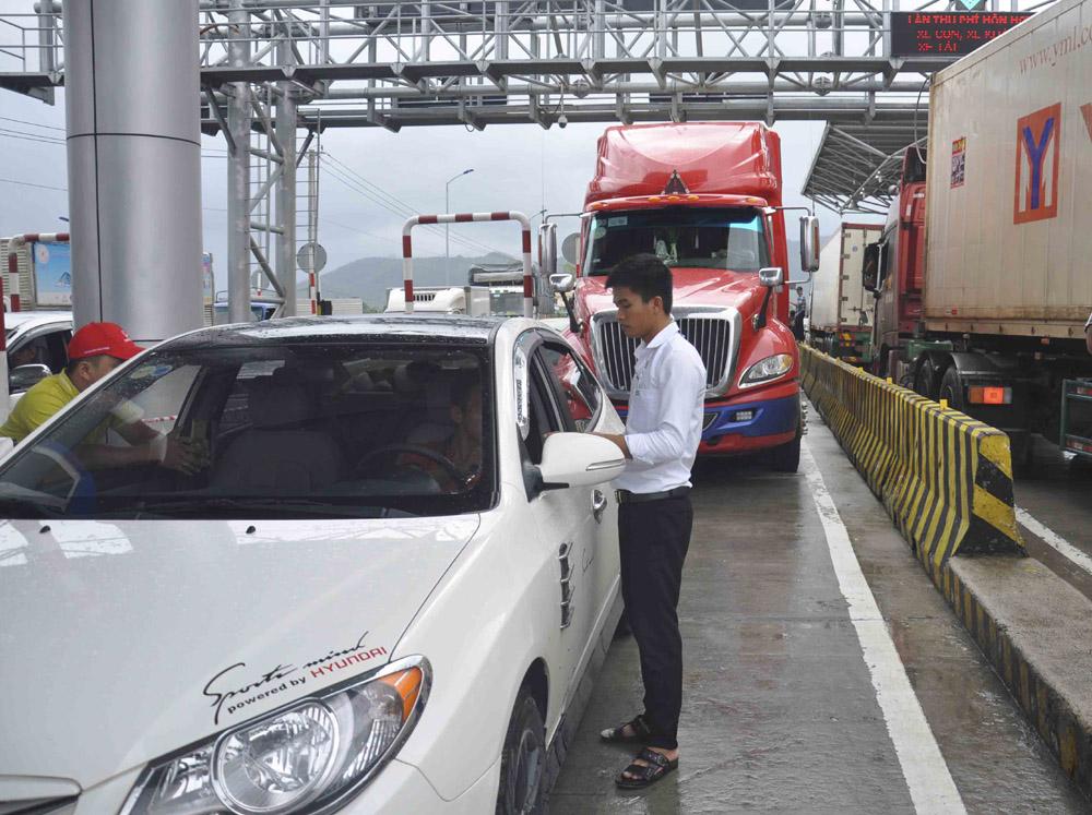 Tài xế đòi thối lại 100 đồng, trạm thu phí Ninh An ở Khánh Hòa xả trạm 1