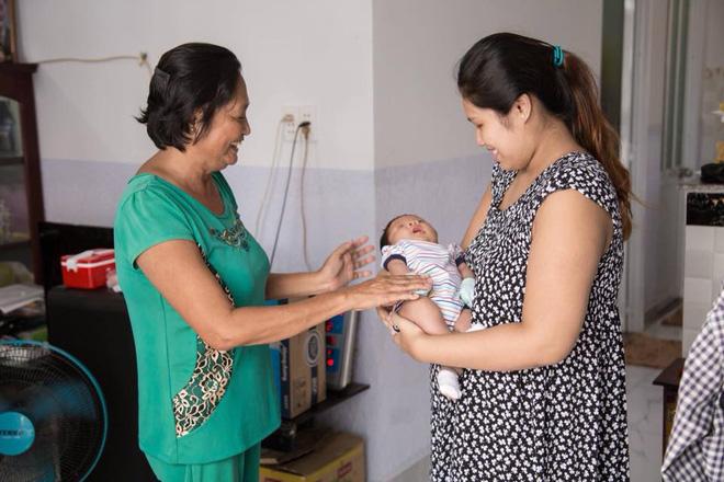 Bà mẹ tăng đến 100kg khi mang bầu, sau khi sinh