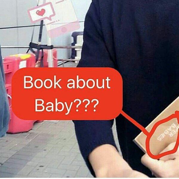 Song Joong Ki bị bắt gặp mua sách chăm con, củng cố tin đồn Song Hye Kyo đang mang thai 3