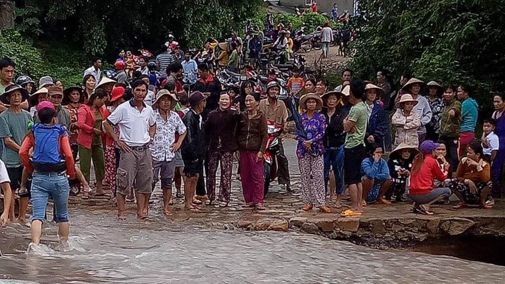 Phú Yên: Lũ lên nhanh, trưởng thôn bị lũ cuốn mất tích 1