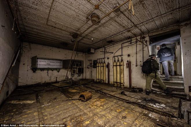 Thâm nhập hầm trú ẩn bí mật của Hitler sâu 30m dưới lòng đất: Đội thám hiểm bị ám ảnh 5