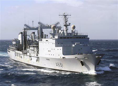 Nhóm hải tặc lãnh trái đắng vì hấp tấp tấn công nhầm tàu Hải quân Pháp 1