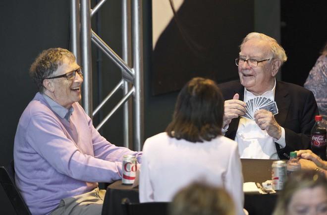 Cuộc sống bình dị của tỷ phú giàu thứ ba thế giới Warren Buffett: Ở nhà cũ, đi xe cà tàng, ăn uống giản đơn, thích chơi tiến lên - Ảnh 4.