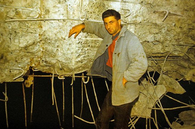 Thâm nhập hầm trú ẩn bí mật của Hitler sâu 30m dưới lòng đất: Đội thám hiểm bị ám ảnh 9