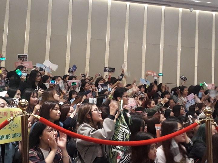 Rừng fan việt chào đón NCT 127 đến Việt Nam 6