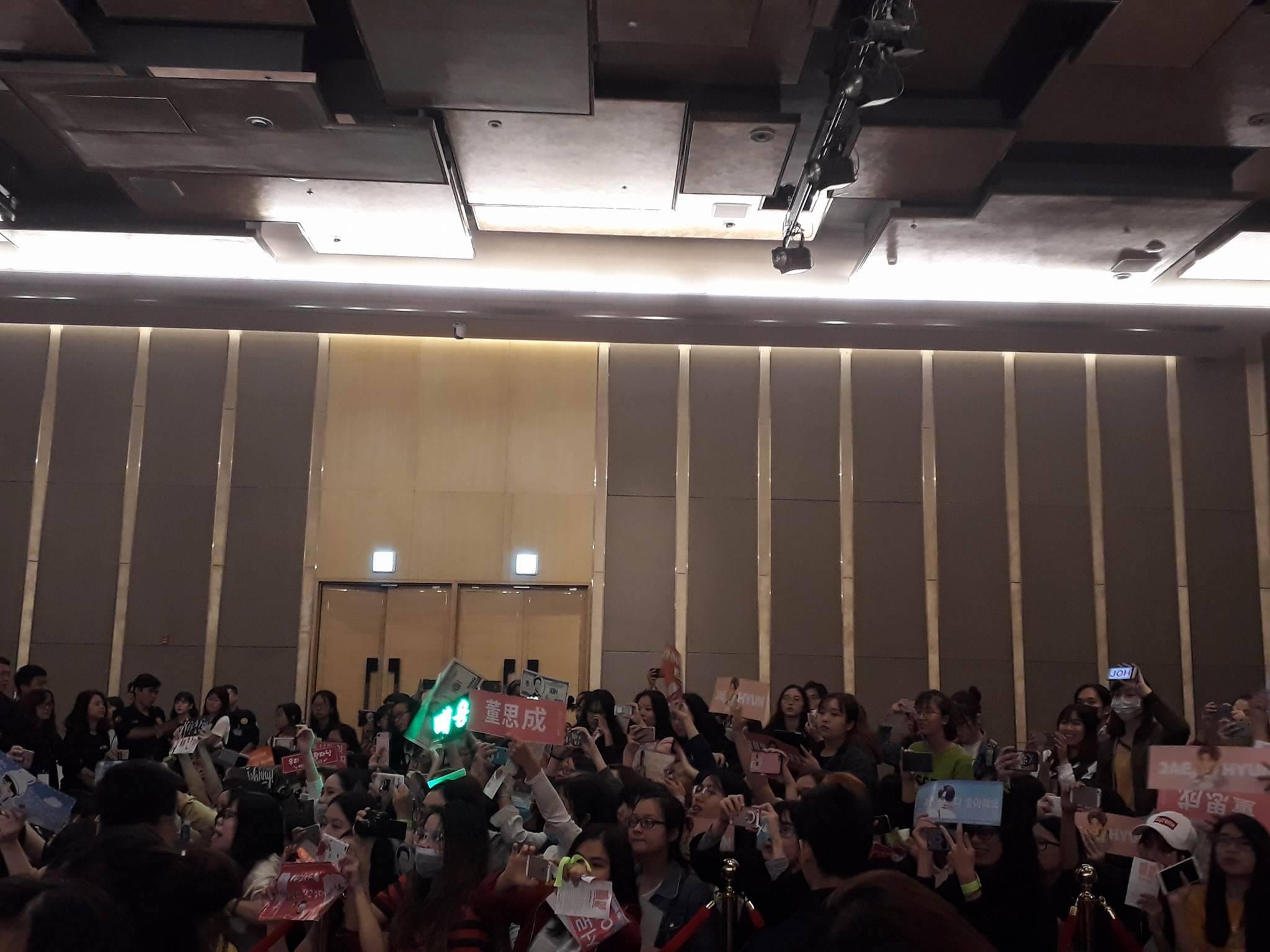 Rừng fan việt chào đón NCT 127 đến Việt Nam 3