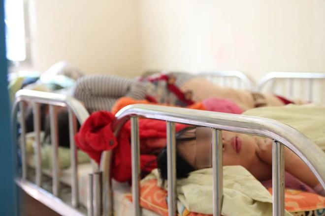 Bé gái 11 tuổi bị mẹ nhốt không cho đi học: Sau 1 năm giải cứu đã biết rất nhiều phép tính - Ảnh 1.