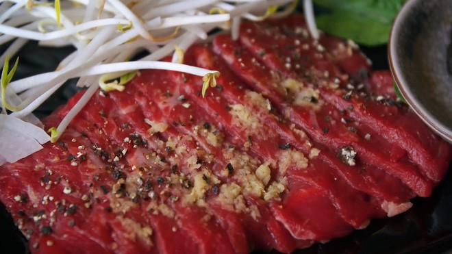 2 món phở đang khiến cộng đồng ẩm thực Sài Gòn sôi sục: Tô ngập thịt bò giá 2,3 triệu, tô sang chảnh với nguyên chú tôm hùm 13