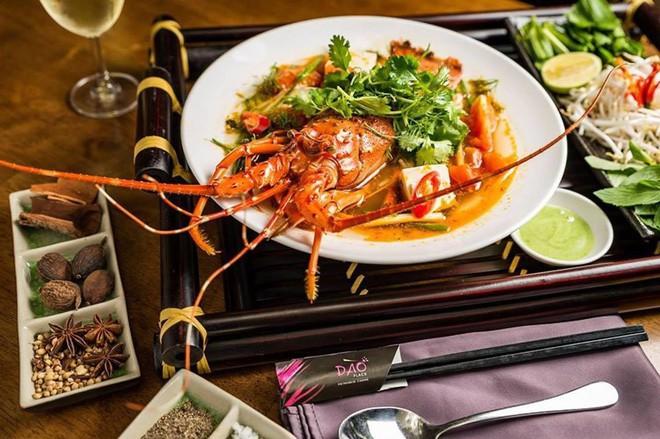 2 món phở đang khiến cộng đồng ẩm thực Sài Gòn sôi sục: Tô ngập thịt bò giá 2,3 triệu, tô sang chảnh với nguyên chú tôm hùm 16