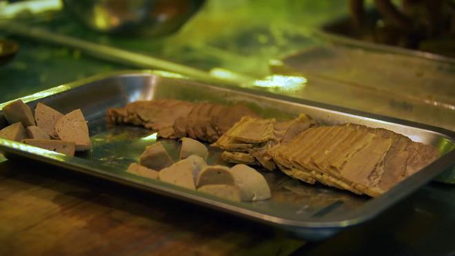 2 món phở đang khiến cộng đồng ẩm thực Sài Gòn sôi sục: Tô ngập thịt bò giá 2,3 triệu, tô sang chảnh với nguyên chú tôm hùm 4
