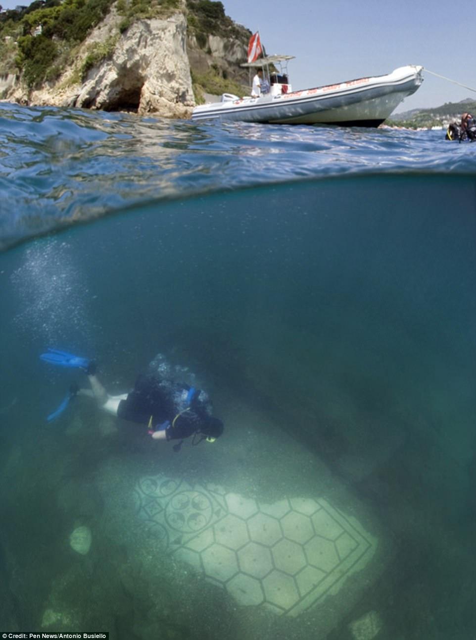 Phát hiện thành phố của giới siêu giàu La Mã cổ đại chìm dưới đáy biển 4
