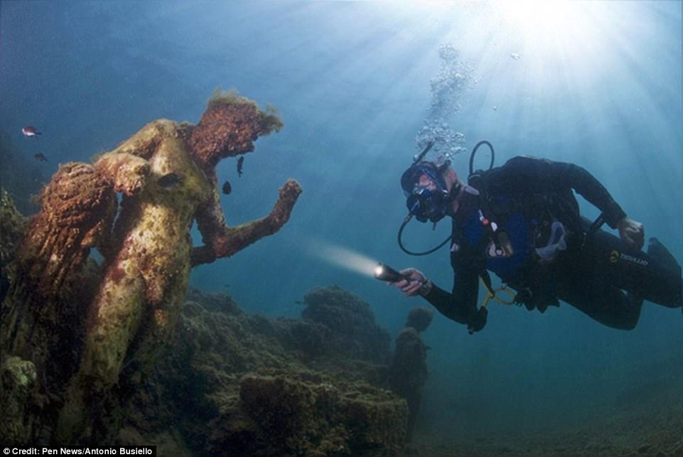 Phát hiện thành phố của giới siêu giàu La Mã cổ đại chìm dưới đáy biển 7