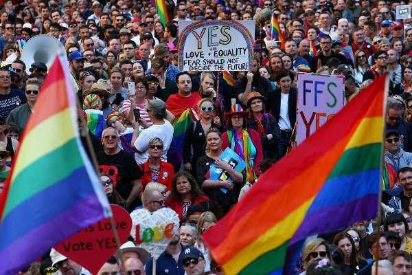 Hình ảnh Màn cầu hôn ngọt ngào của Hạ nghị sĩ với bạn trai đồng giới số 4