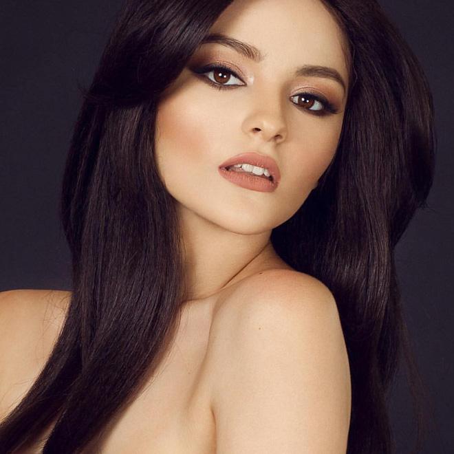Cô gái 17 tuổi xinh như búp bê cắt trụi tóc để chụp ảnh, biết được sự thật ai cũng nể phục 1