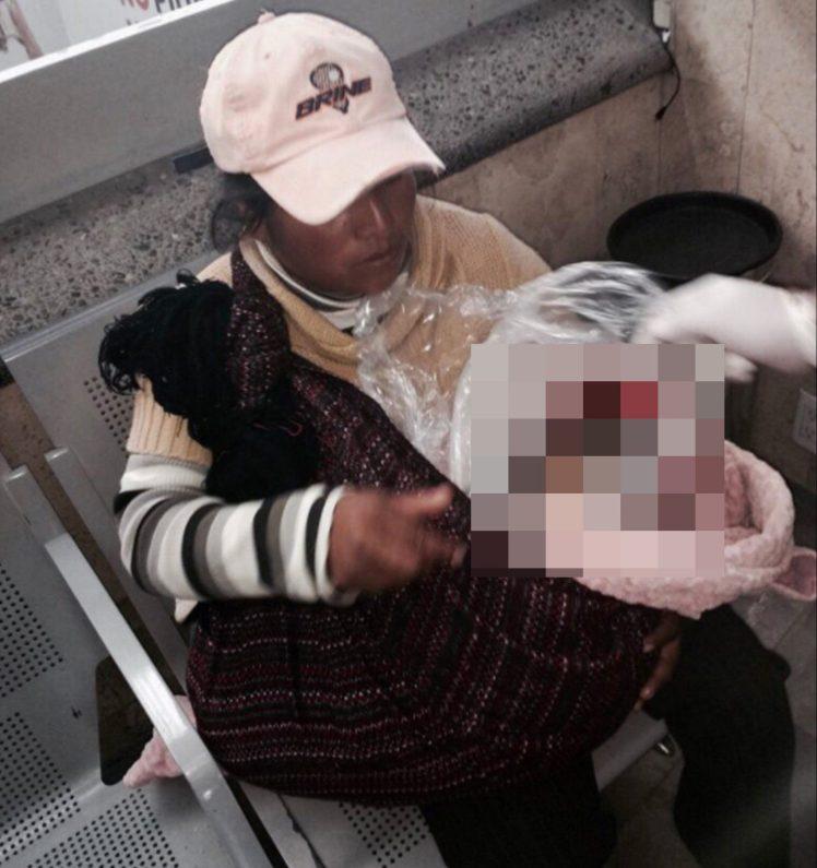 Hình ảnh Xé lòng cảnh mẹ mang túi nilon bọc thi thể con lên xe buýt để về quê chôn cất vì quá nghèo số 1