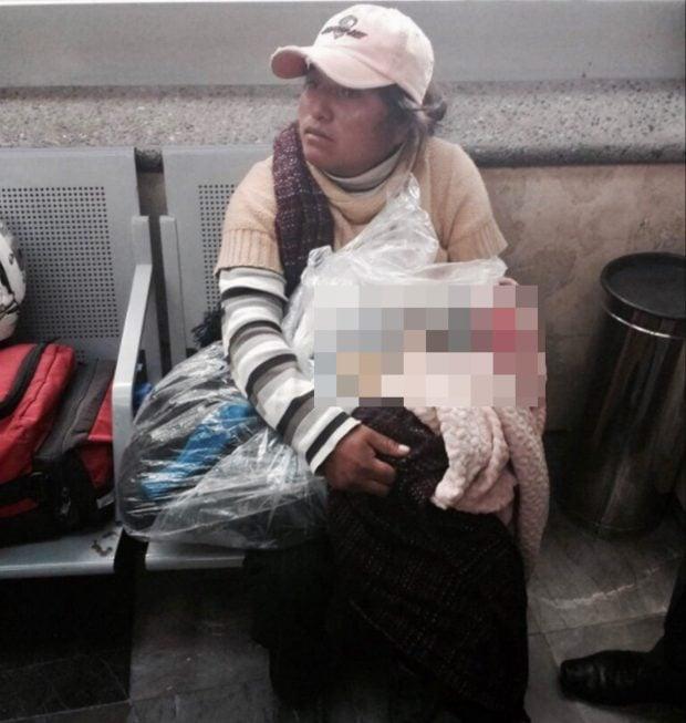 Hình ảnh Xé lòng cảnh mẹ mang túi nilon bọc thi thể con lên xe buýt để về quê chôn cất vì quá nghèo số 2