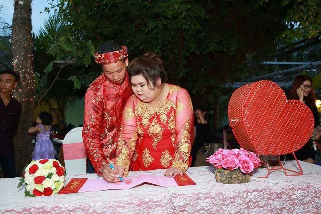 Vỗ béo người yêu từ 90kg lên 120kg rồi mới cưới, ông chồng của năm đây rồi! 6
