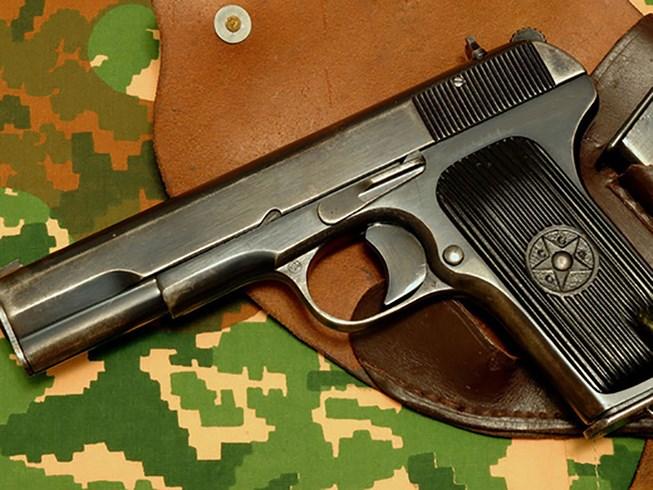 Nam sinh 12 tuổi bị trúng đạn khi khoe súng K54 trong quán trà sữa 1