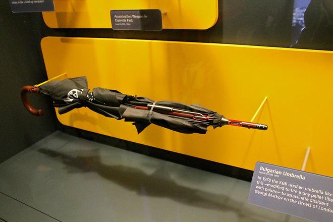 10 'đồ chơi' chết người của điệp viên Kingsman hóa ra đã có từ nửa thế kỷ trước rồi 9