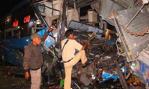 Tai nạn liên hoàn trên quốc lộ, 13 người thương vong 1