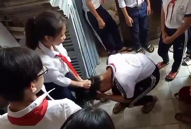 Hình ảnh Nữ sinh THCS đánh bạn dã man rồi quay clip tung lên MXH số 1